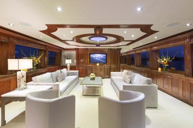 Superyacht FAR FROM IT - Main salon