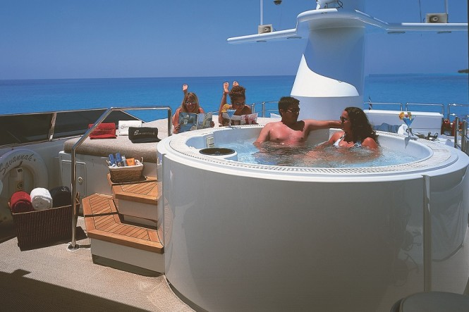 Superyacht SAVANNAH - Sundeck hot tub and sunpads