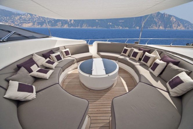 Superyacht TOBY - Forward deck seating