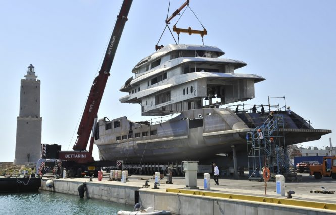 Benetti FB273 motor yacht ALKHOR - Joining the hull and superstructure