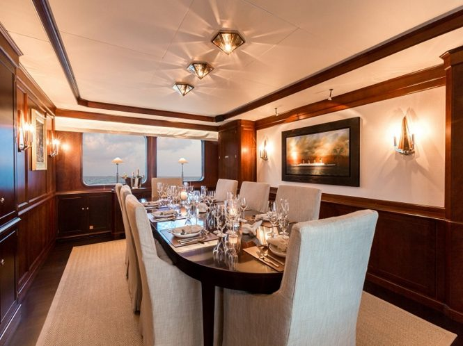 Expedition yacht PIONEER - Formal dining