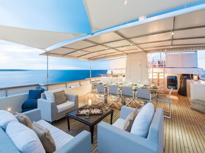 Explorer yacht PIONEER - Lower sundeck lounge and alfresco dining