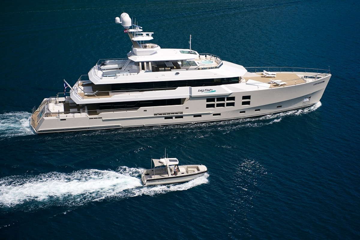 Luxury yacht BIG FISH - Built by McMullen & Wing