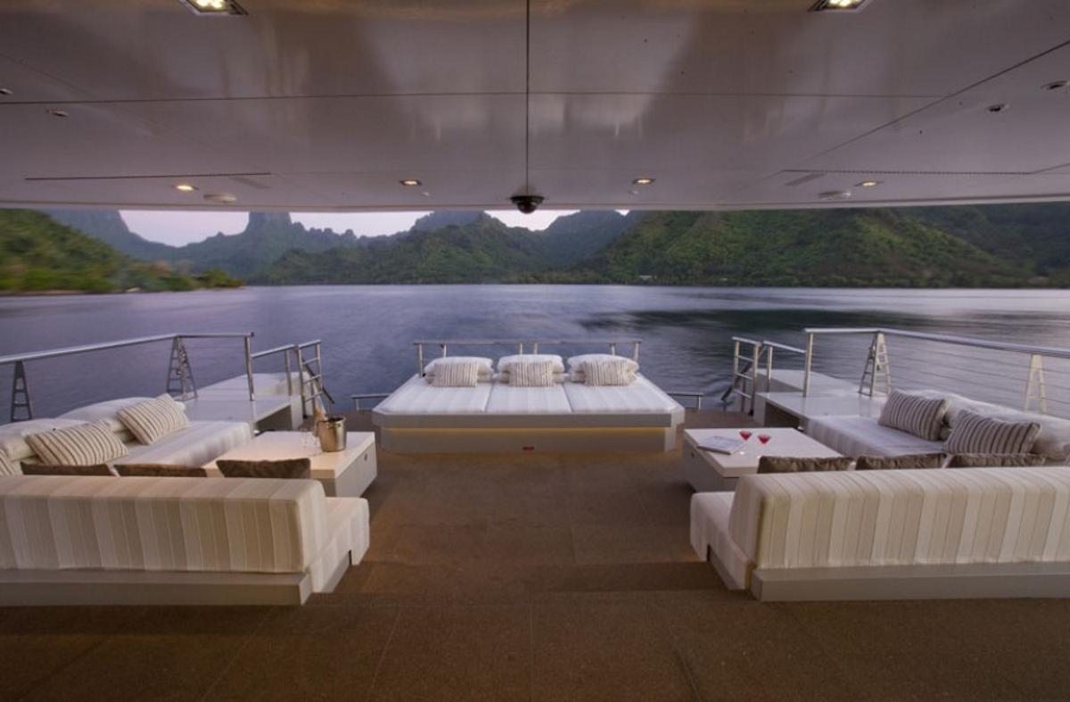Luxury yacht BIG FISH - Main deck aft