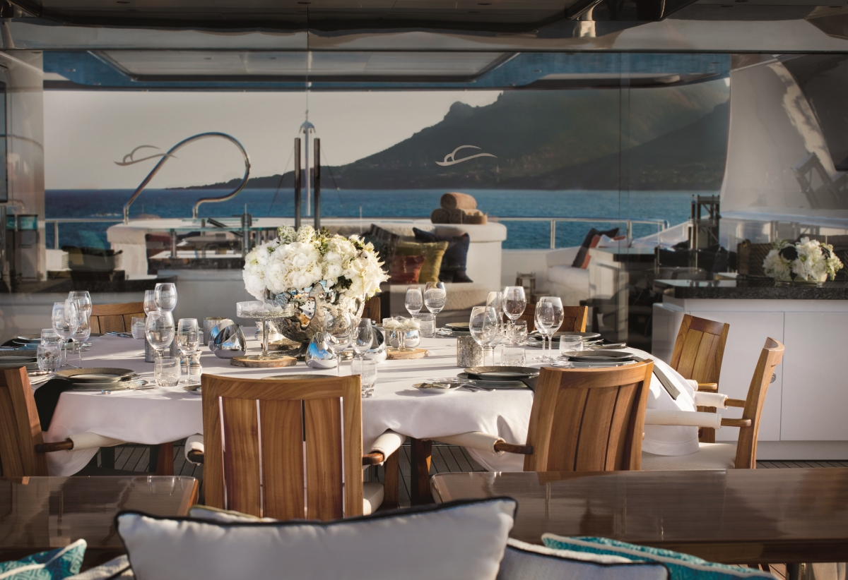 Luxury yacht CLOUD 9 - Sundeck detailing