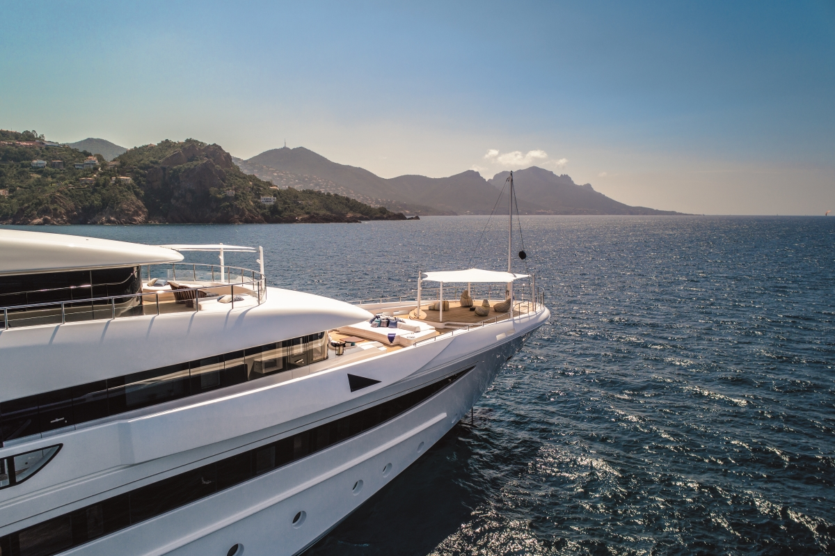 Luxury yacht CLOUD 9 - Upper deck entertaining area and Owner's private terrace