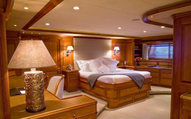 Luxury yacht DRUMBEAT - Master suite
