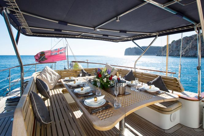 Luxury yacht INFATUATION - Cockpit dining