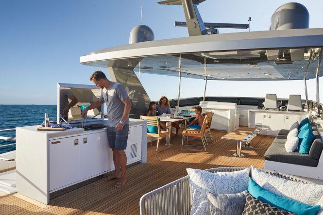 Luxury yacht M90 - Sundeck dining