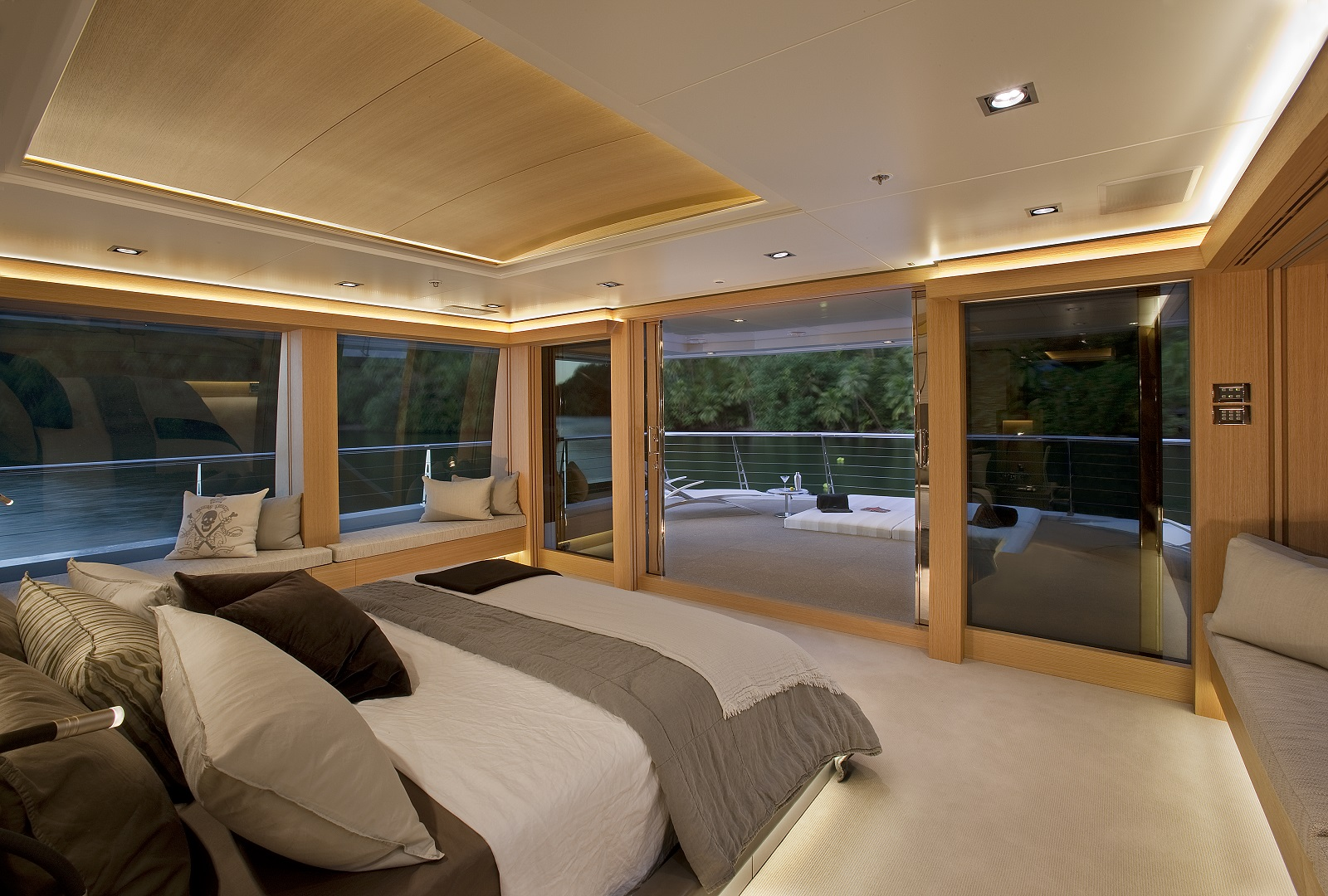 Motor yacht BIG FISH - Master suite and private sunbathing on the upper deck aft