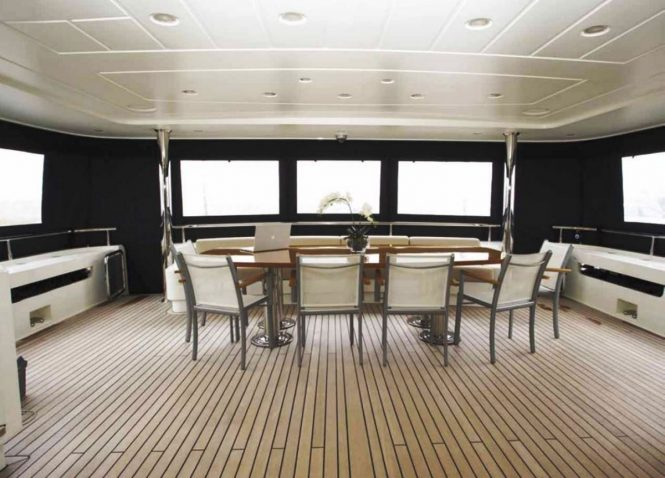 Motor yacht PANFELISS - The enclosed aft deck