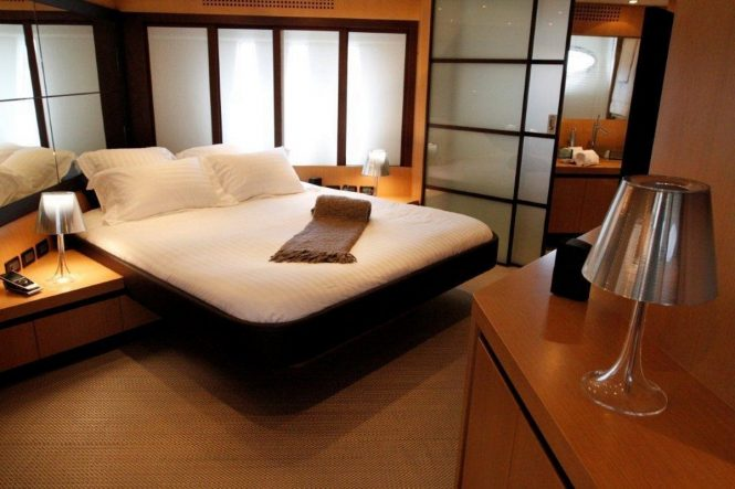 Motor yacht TIGER LILY OF LONDON - Master suite
