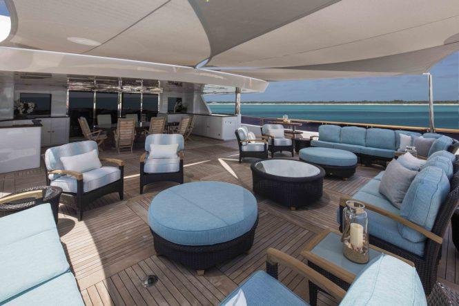 Motor yacht UNBRIDLED - Upper deck aft