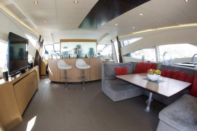 Open yacht TIGER LILY OF LONDON - Salon interior