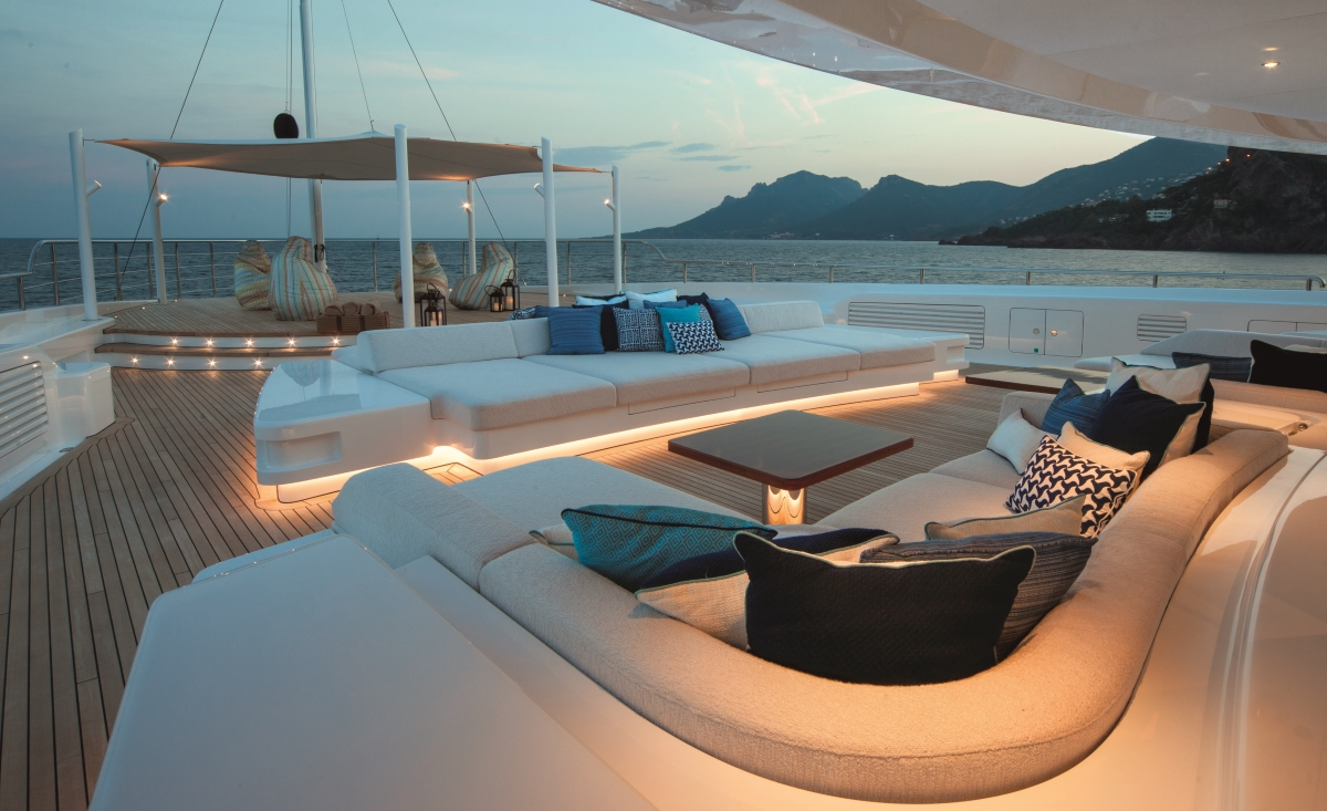Superyacht CLOUD 9 - Upper deck bow seating
