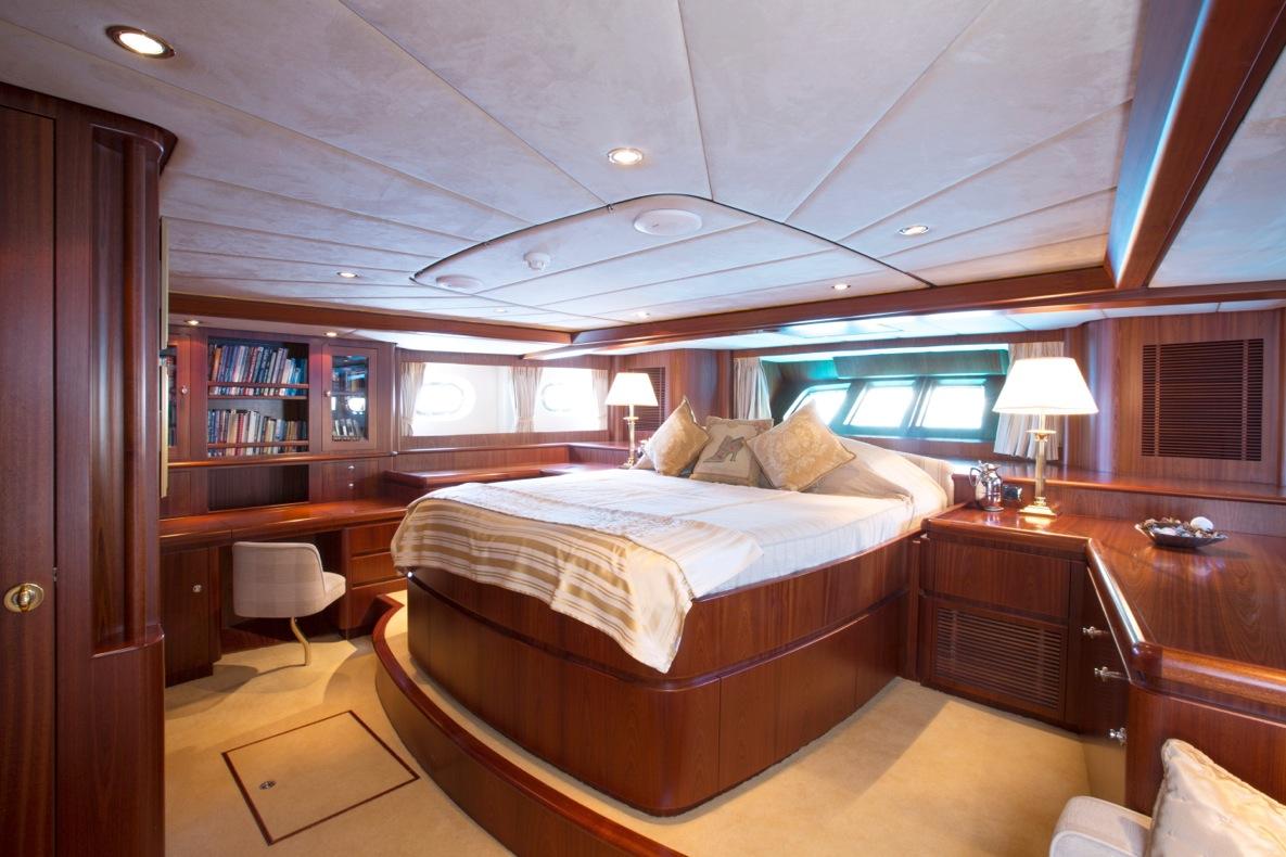 Superyacht INFATUATION - Master suite