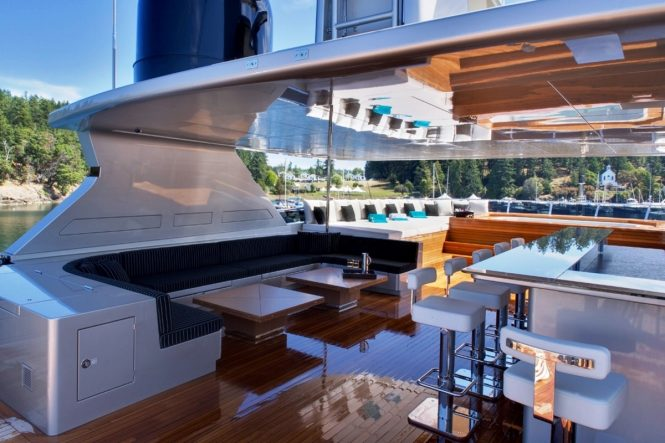 Superyacht ODESSA - Sundeck bar, lounge and Jacuzzi