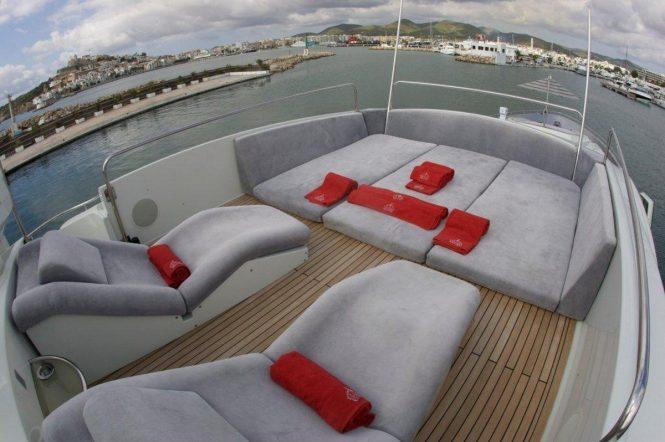 Superyacht TIGER LILY OF LONDON - Sundeck