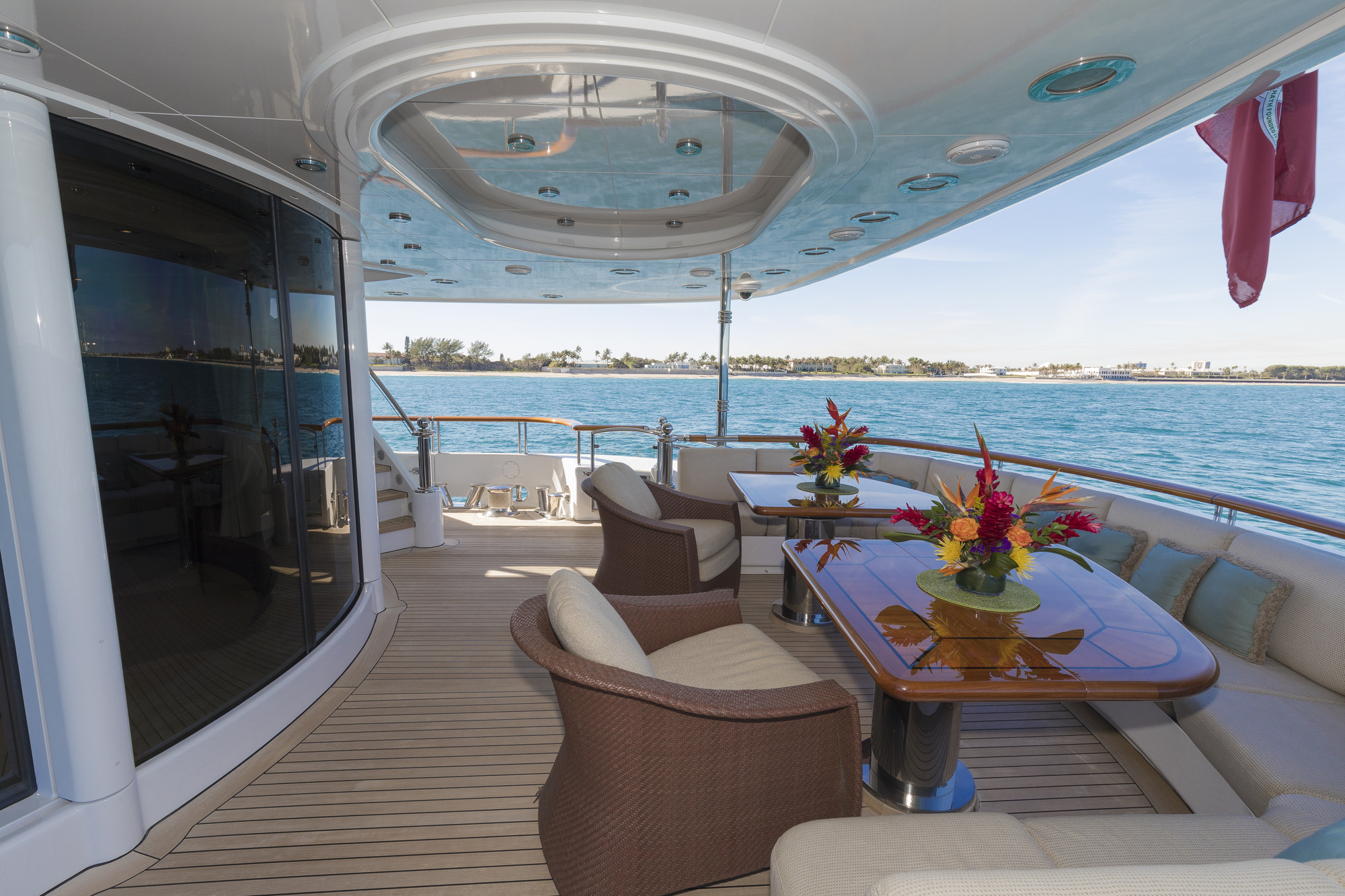 Luxury yacht ALLEGRIA - Outdoor lounge on the main deck aft