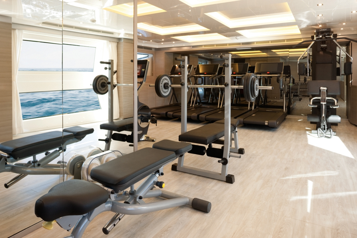 Luxury yacht CHEERS 46 - Main deck forward gym