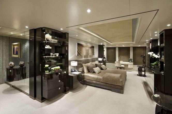 Luxury yacht HURRICANE RUN - Master suite. Photo credit: Feadship