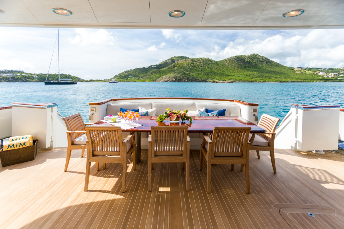 Luxury yacht MIM - Outdoor living on the main deck aft