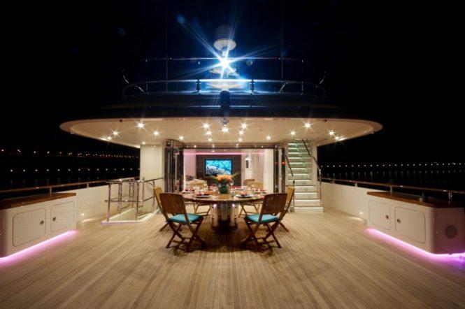 Luxury yacht OCEAN'S SEVEN - Upper deck aft alfresco dining