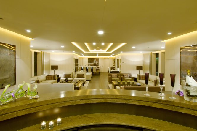 Luxury yacht SIREN - Main salon and view of forward formal dining area from the bar. Photo credit Nobiskrug