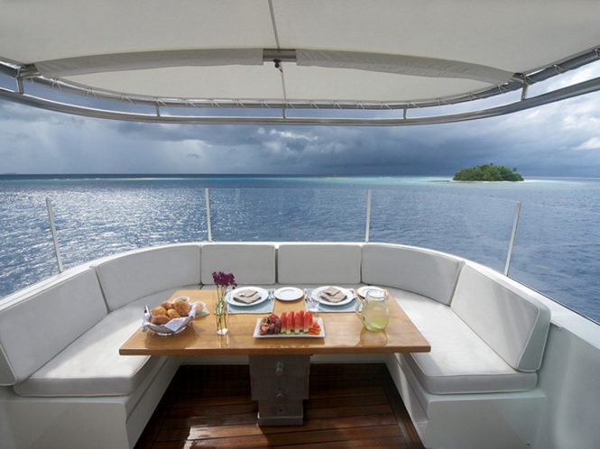 M/Y SENSES - Sundeck alfresco dining