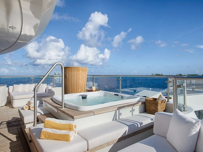 M/Y SENSES - Upper deck aft Jacuzzi and seating