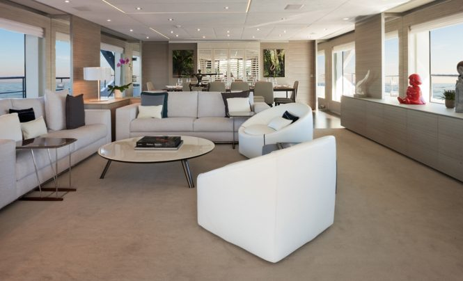 Motor yacht CHEERS 46 - Main salon and forward formal dining area