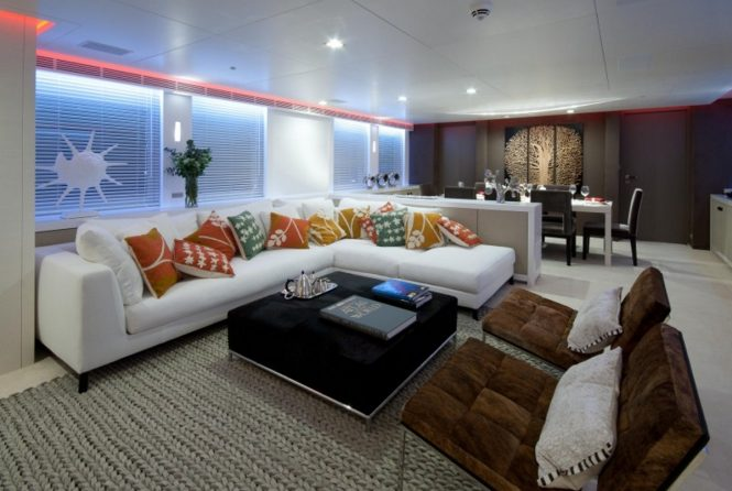 Motor yacht OCEAN'S SEVEN - Main salon and formal dining area