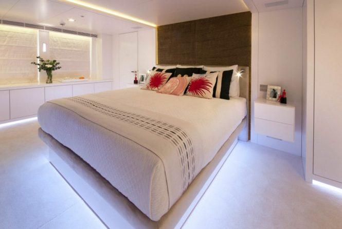 Motor yacht OCEAN'S SEVEN - Master suite