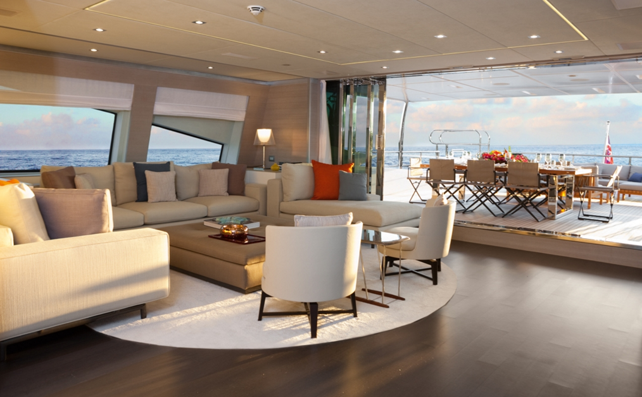 Superyacht CHEERS 46 - Skylounge and upper deck aft alfresco dining