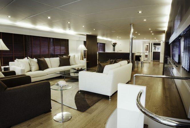 The main salon aboard superyacht LIONSHARE
