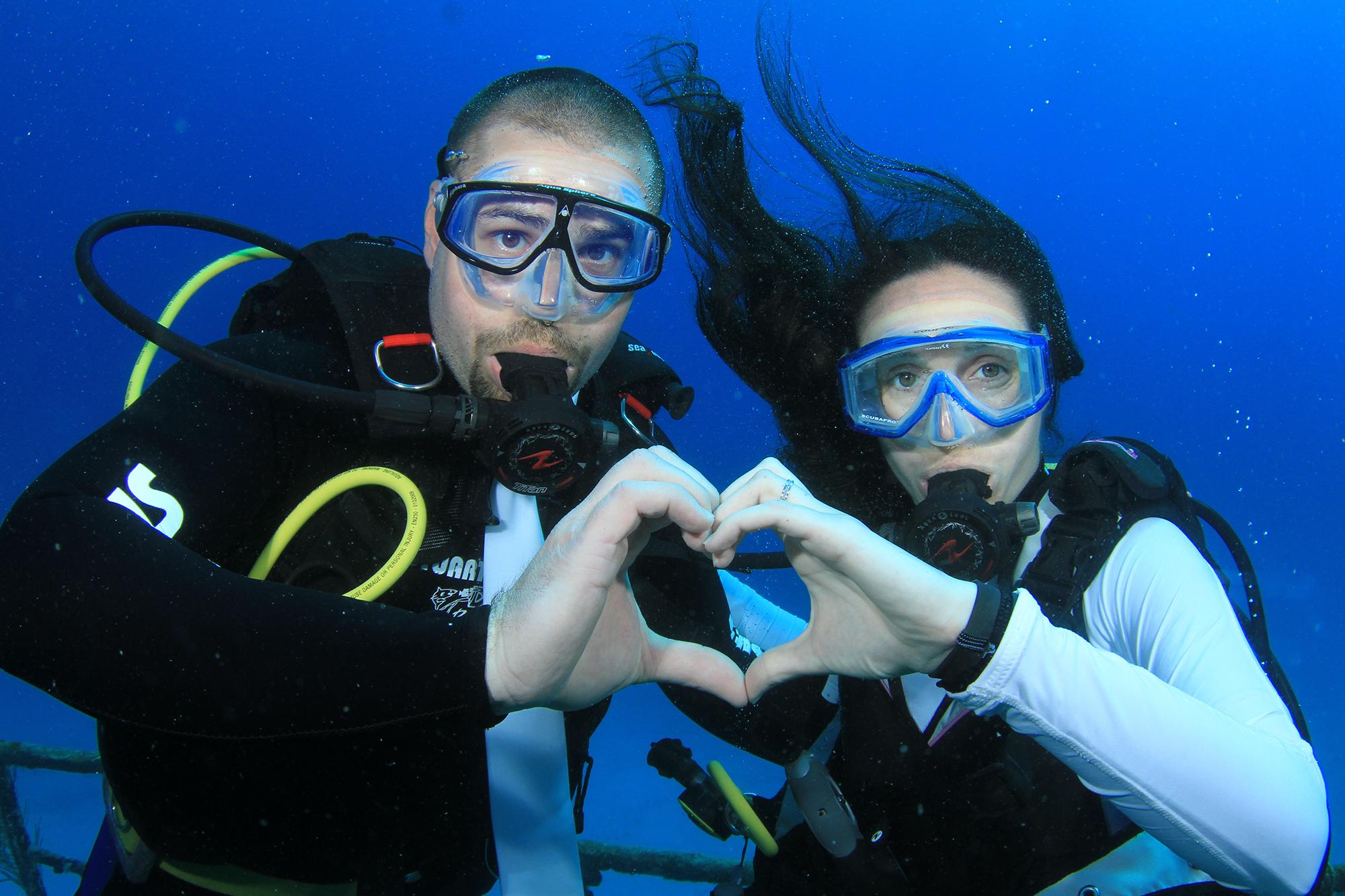 Stuart Cove's - underwater wedding