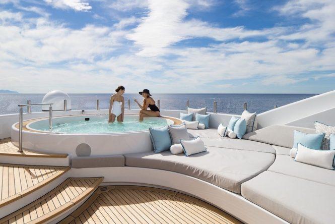 Fabulous Jacuzzi on board Turquoise yacht