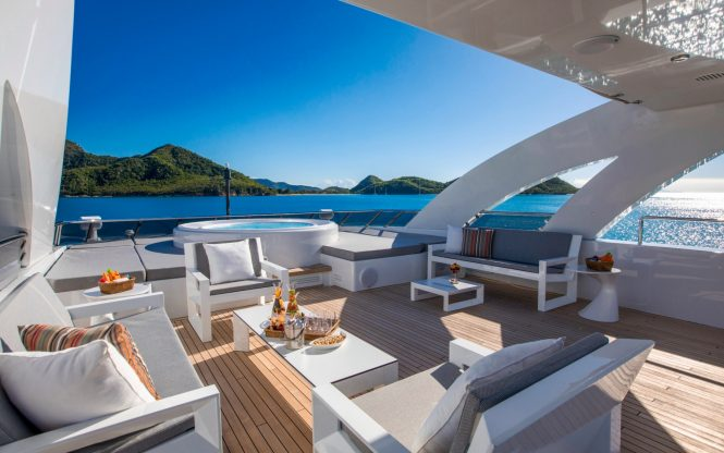 Jacuzzi on sundeck aboard G3 by Heesen