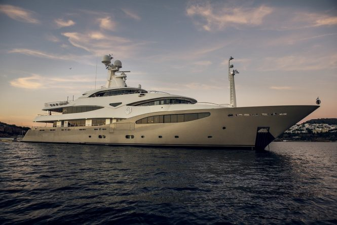 Light Holic superyacht