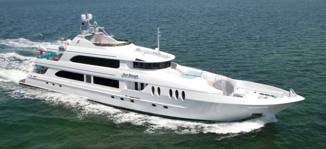Motor Yacht JUST ENOUGH - Profile Underway