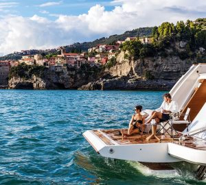 20% discount on Naples yacht charter with 33m Ferretti DECEMBER SIX