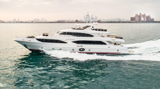 MAJESTY 125 Yacht - Sistership to ALTAVITA