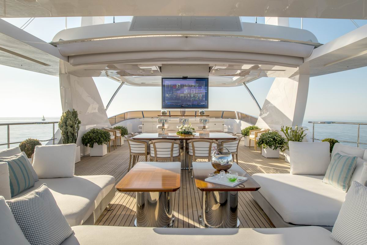 Sundeck aboard SOY AMOR yacht