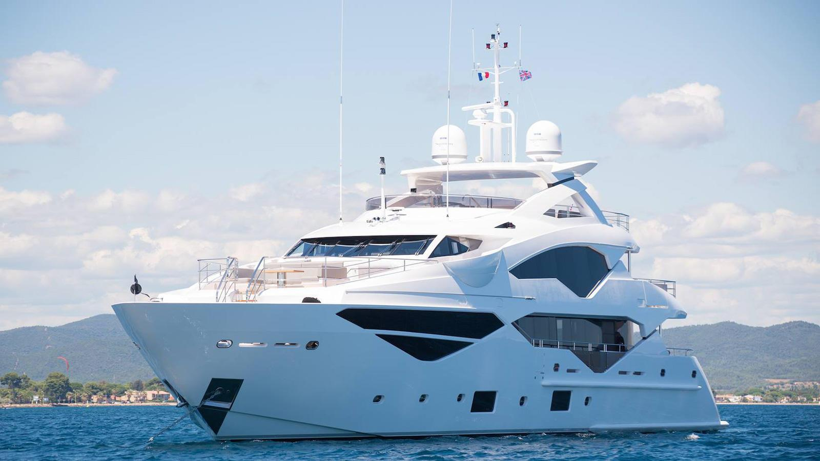 Sunseeker yacht JACOZZAMI available for charter in the Mediterranean