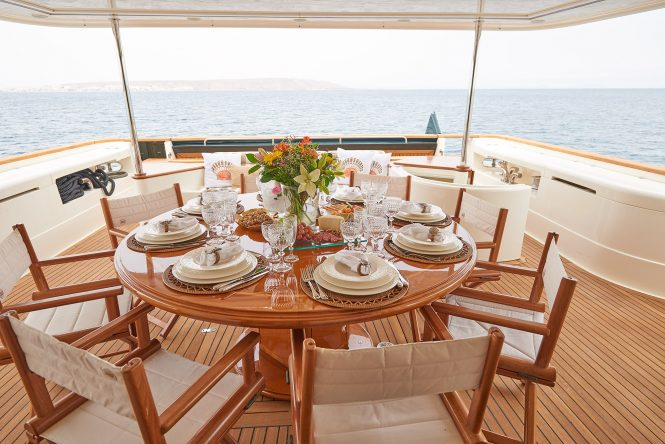 alfresco dining on the aft deck - Imagine yacht