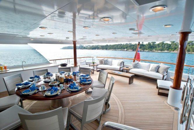 fantastic aft deck aboard LA DEA II