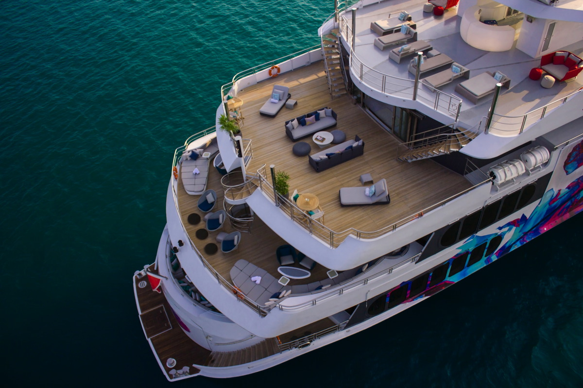 fantastic deck spaces for both a relaxing charter vacation and exceptional entertainment