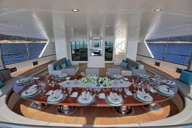 Aft alfresco dining option for charter guests