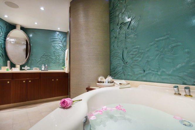 Beautiful master suite bathroom