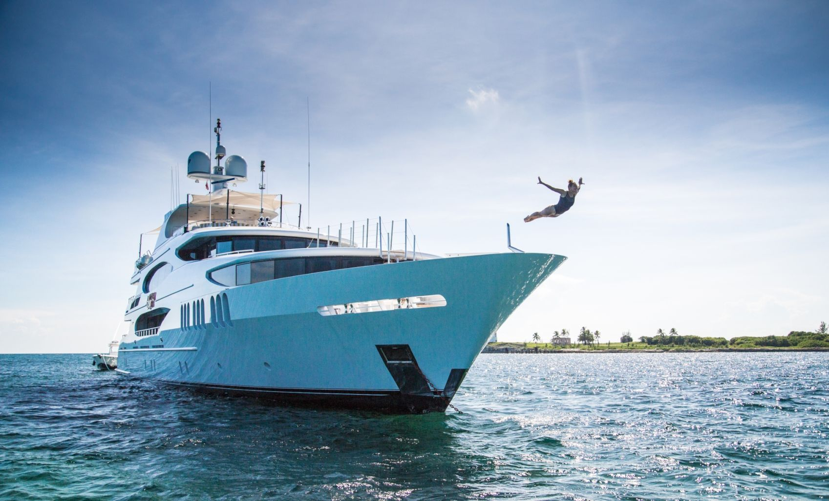Dive into the pristine water of the Bahamas straight from your superyacht